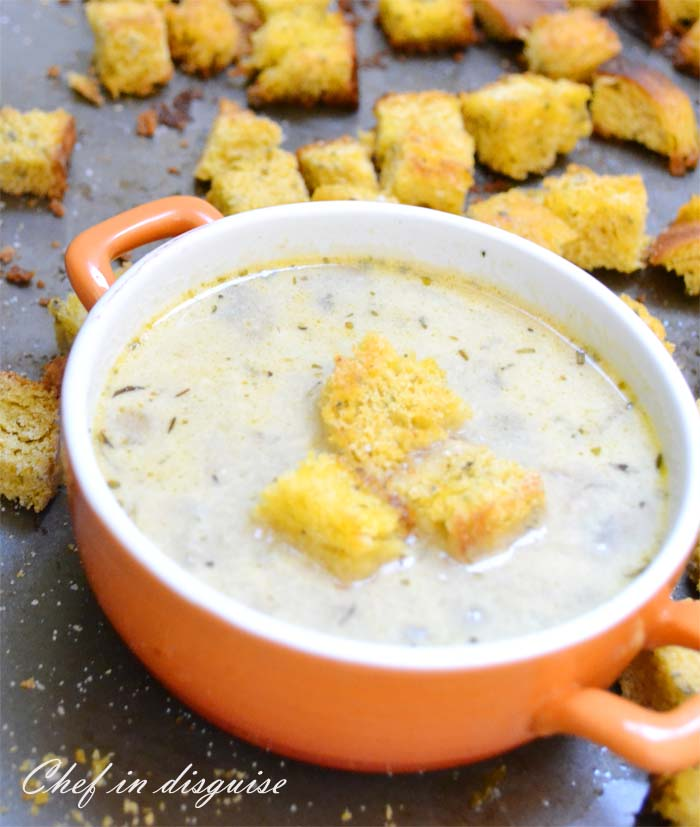 Mushroom soup and croutons