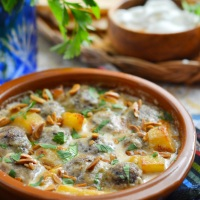 Kofta bi tahini (Ground meat and potatoes in tahini citrus sauce)