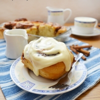 Amazing sourdough cinnamon rolls