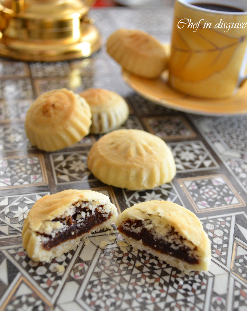 Semolina Ma'amoul : stuffed cookies with dates and nuts – Chef in ...