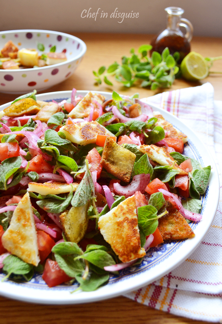 Oregano salad with grilled halloumi