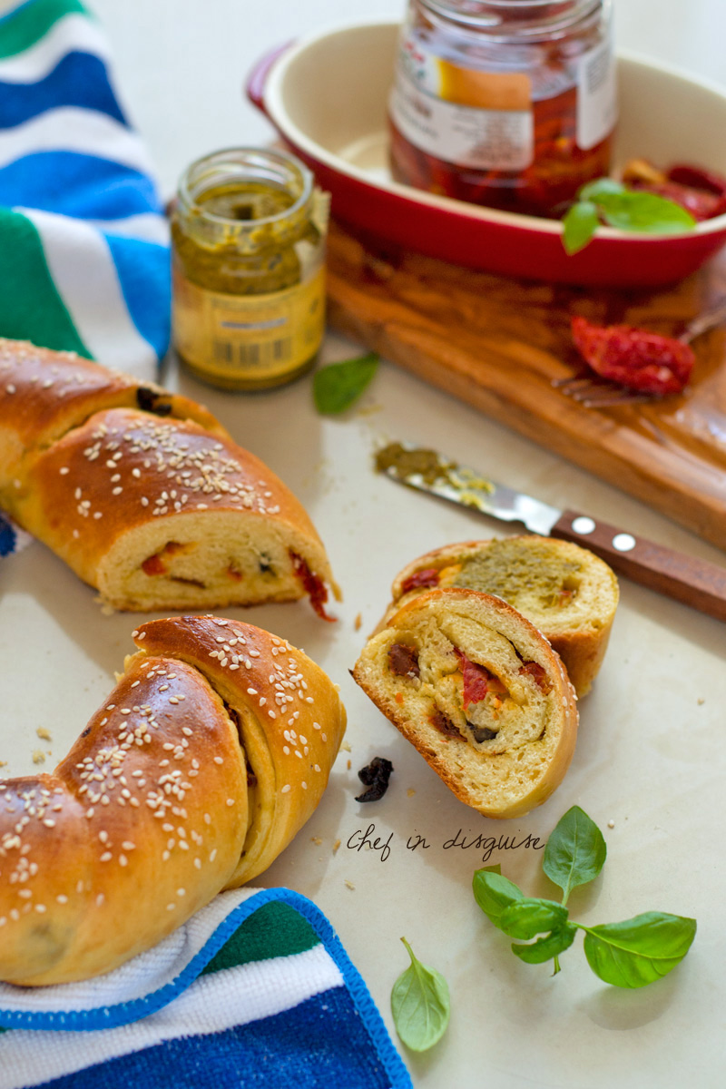 Sun dried tomatoes and pesto twist bread