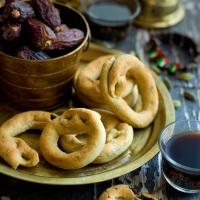 "Palestinian date ring cookies ""kaak bi ajwa"""