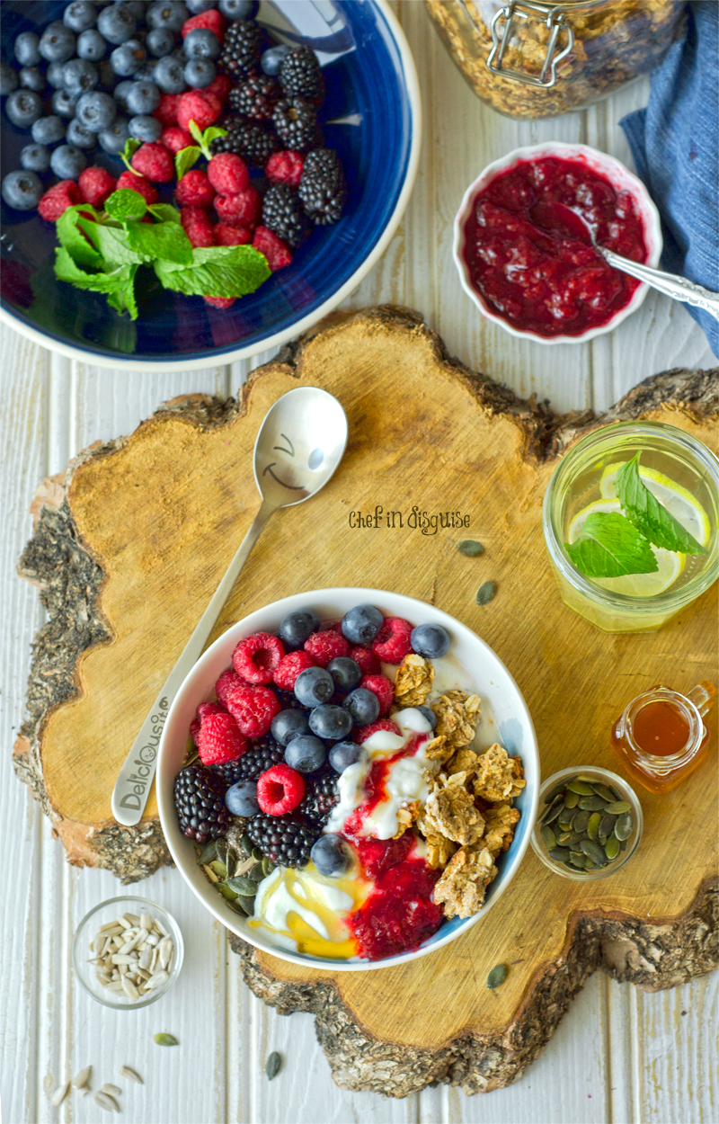Homemade oat clusters: Learn all the secrets to making perfect large-cluster granola with this easy recipe! Perfectly huge and crunchy granola clusters with lots of cinnamon maple flavor