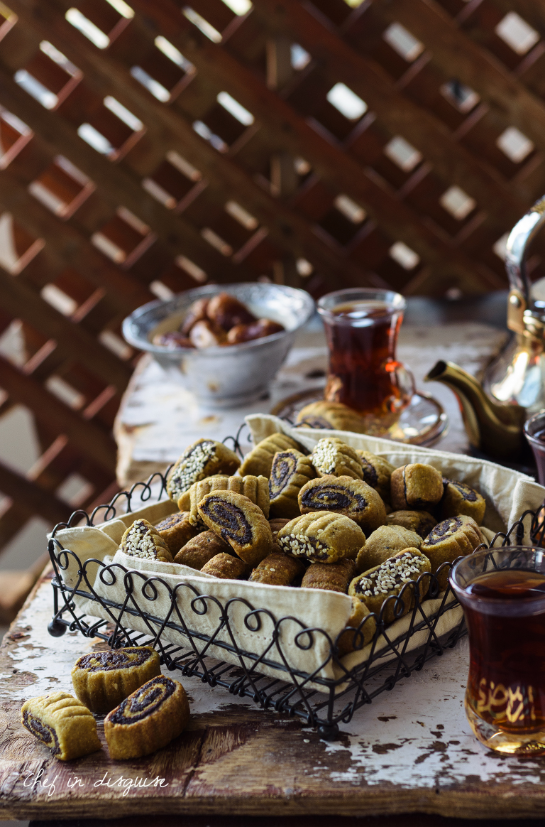 Makrouta is a traditional Palestinian pinwheel cookie that is as tasty as it is elegant. A date paste filling scented with cardamom, cinnamon and anise is swirled through a flaky and rich cookie crust resulting in the perfect combination of spice scented, rich, flaky and addictive! All the adjectives that you want in a cookie!